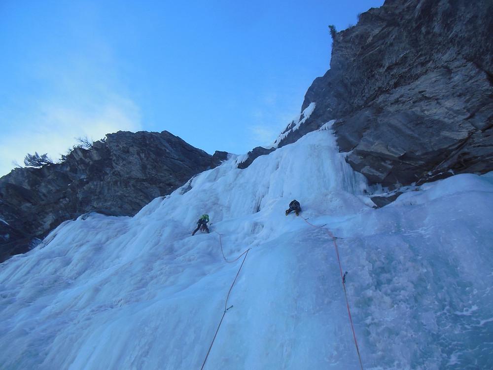 vieni a provare una emozione unica nelle nostre favolose cascate di ghiaccio della Valle Argentera