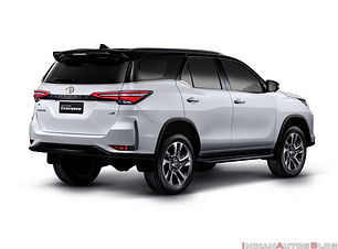 Lawrence Rent a car fortuner.jpg