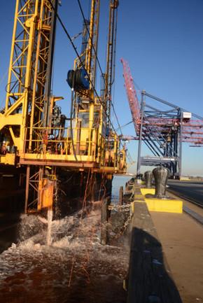 Howland Hook Marine Terminal 2 2014.jpg