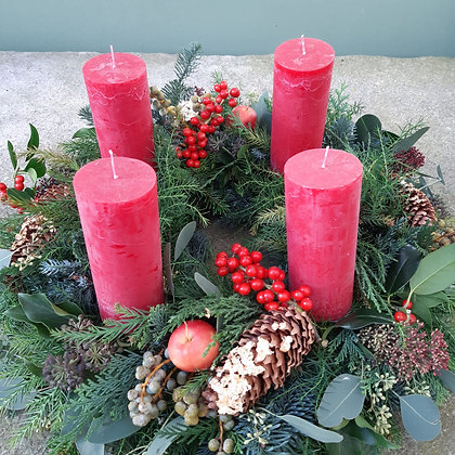 Adventkranz rot, gesteckt, ca. 50 cm, durchgefärbte Kerzen