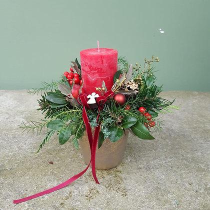 Gesteck mit Kerze rot; Höhe ca. 25cm