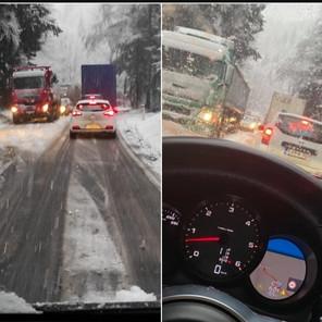 Gužva na Karauli: Snijeg pada u višim predjelima, stvara probleme vozačima