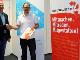 Achim Kessler informiert sich über Beschäftigtenbefragung der IG Metall