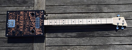 cigar box guitar 3 cordes et humbucker 3.jpg
