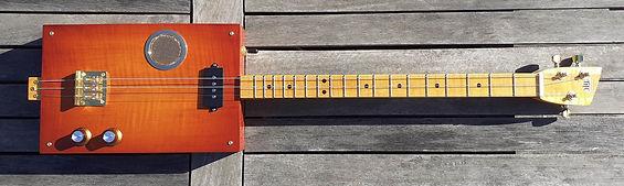 Cigar box guitar finiton Sunburst 1 galerie.jpg