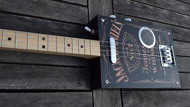 Cigar box guitar gaucher 1