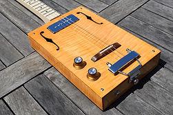 Cigar box 4 cordes érable ondé