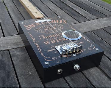 Cigar box guitar gaucher 3