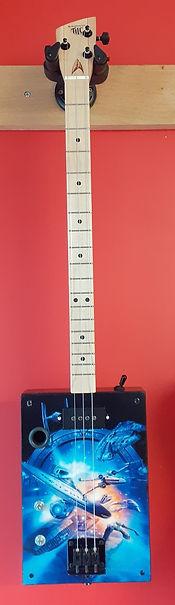 Cigarbox guitar gaucher 3 cordes.jpg