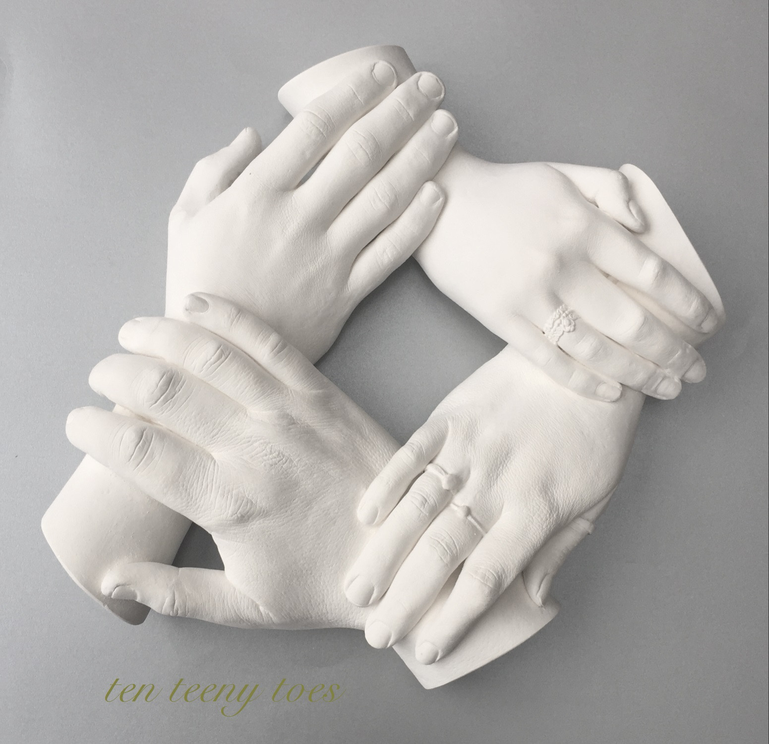 Four person family wreath cast