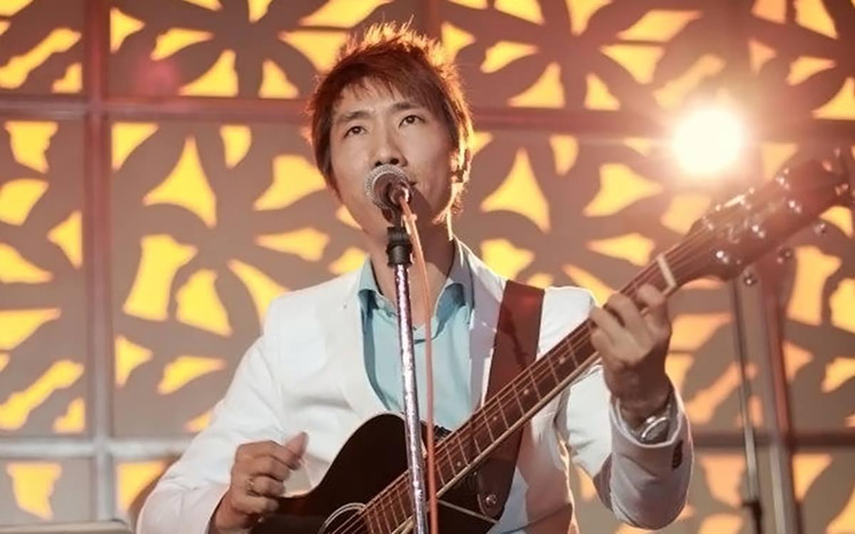 Hummingbird Vocalist - Donnie Chan 1