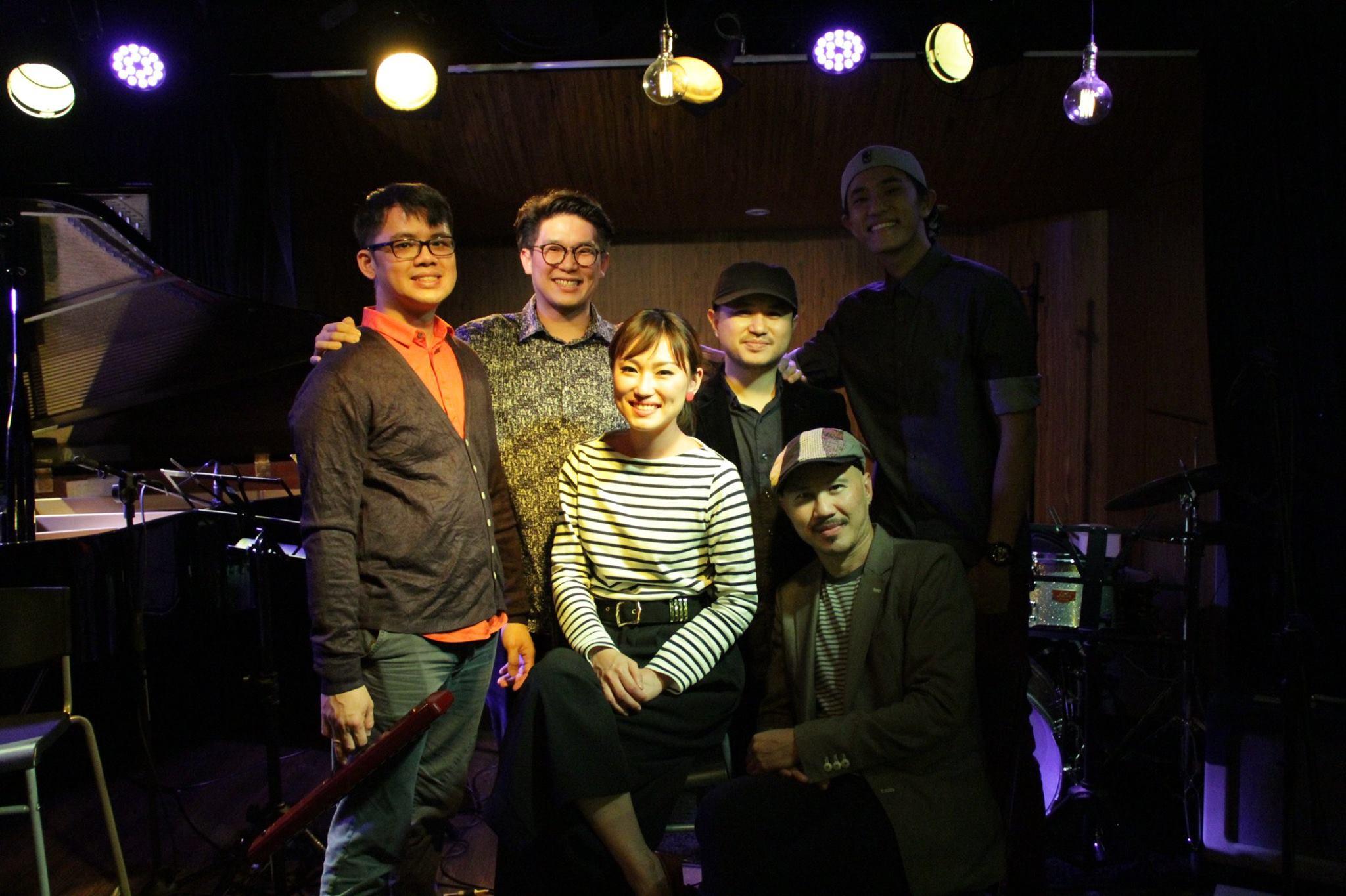 Hummingbird - Dawn Wong & The Ark Royal 5