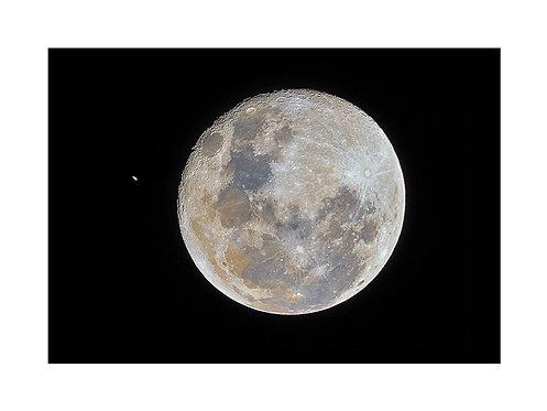 Luna y Saturno (campo amplio)