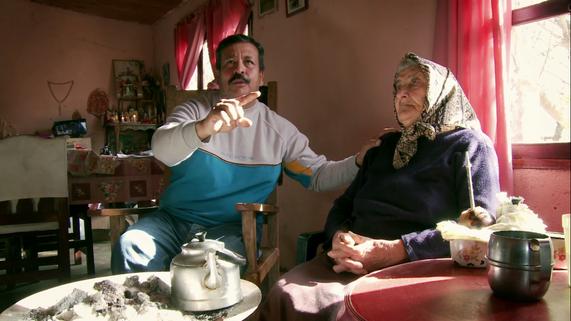 """Cirilo Reynaga y su mamá, Josefa Salustriana Matías, ya fallecida. Fotograma de la película """"El último quilombo (Gentileza Alberto Masliah)"""