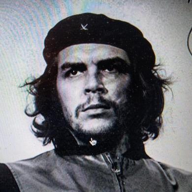 El Che en su histórica imagen del Ernesto Che Guevara que recorrió el mundo y que fue tomada por el fotógrafo de la revolución Alberto Díaz Gutierrez (Korda) el 5 de marzo de 1960