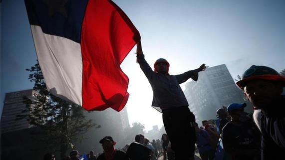 chile-bandera-protestas-1573598737508-1.