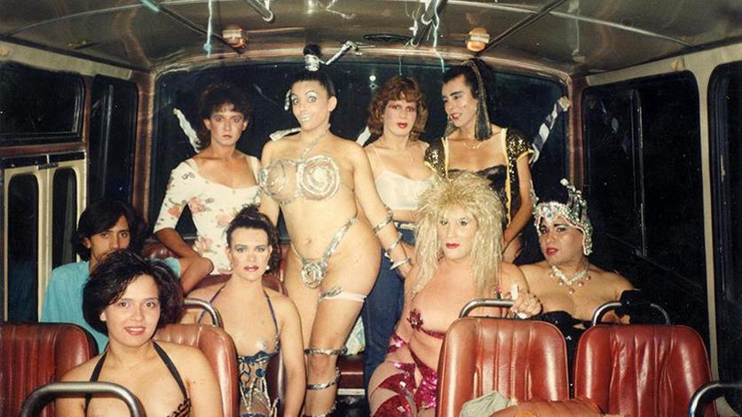 Disfrutando de los carnavales, el único espacio y momento del año en que donde la expresión de la identidad trans no corría el riesgo de ser reprimida por la policía y era celebrada por el público. Año 1994(Gentileza Archivo de la Memoria Trans).