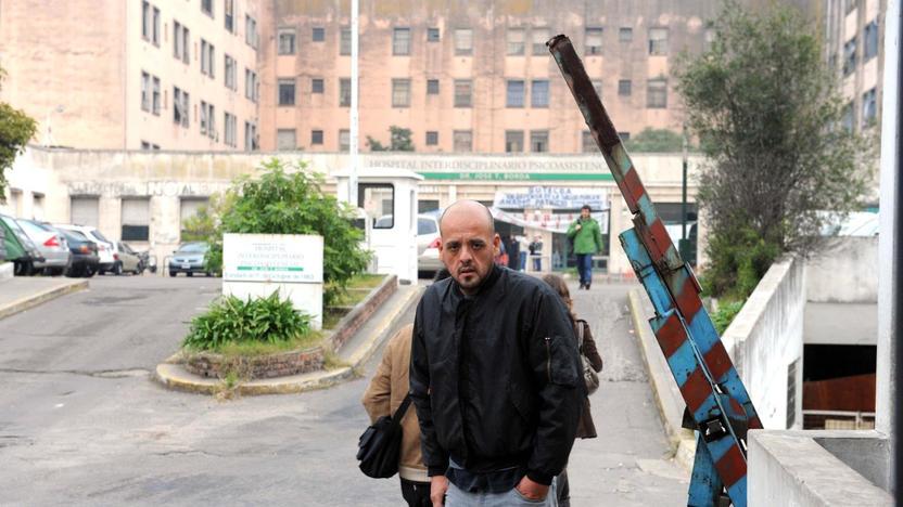 Acceso al Hospital Borda. Foto Télam