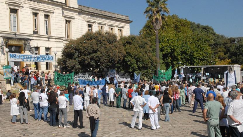 Los trabajadores de los talleres protegidos del Borda luchan contra su cierre en 2012. Foto Télam