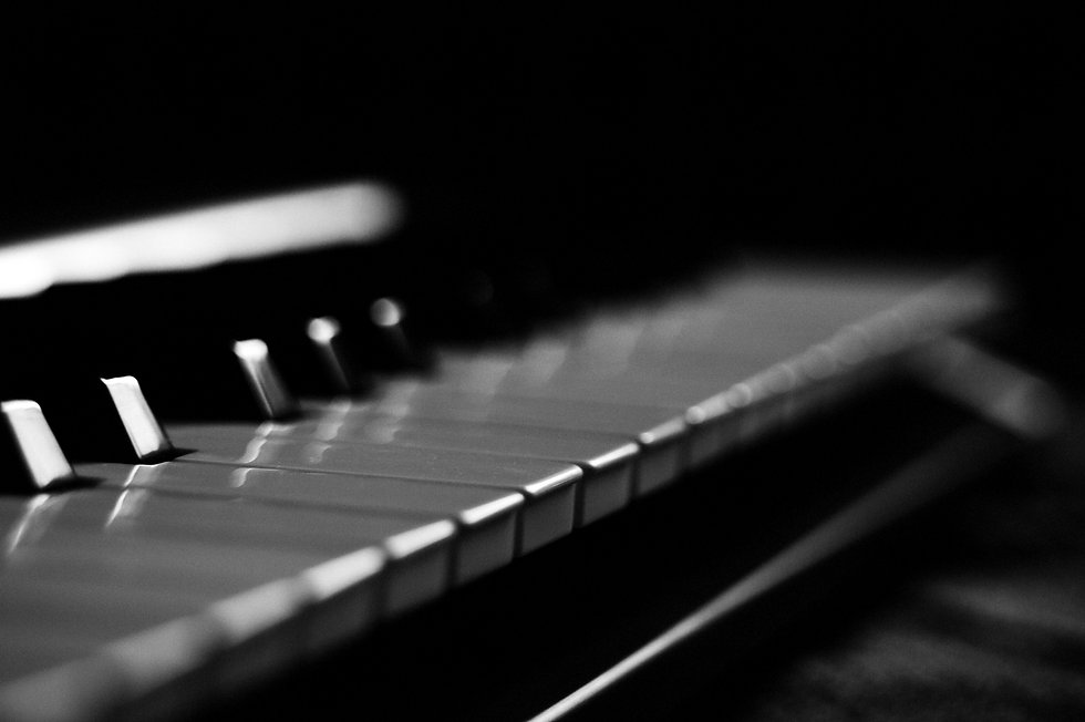 gray-and-black-piano-keys-734918_edited.
