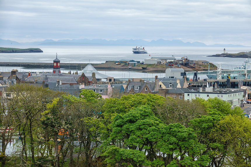 ferry,coming,into,stornoway