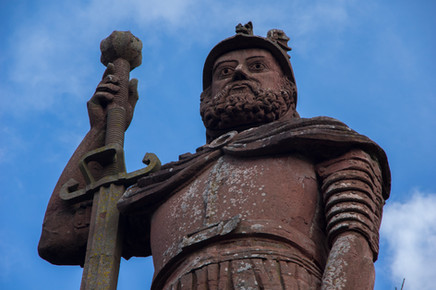5 in a group Wallace Monument.JPG