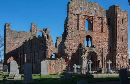 Lindisfarne Priory.JPG