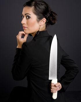 Pretty Woman hides a big kitchen knife b