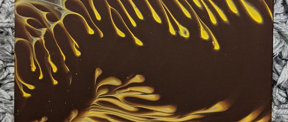 yellow/brown pour