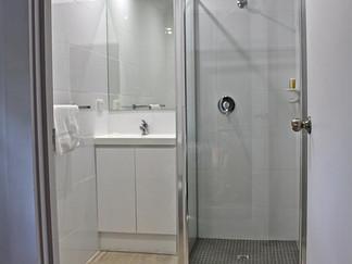 suite-b-bathroom1.jpg