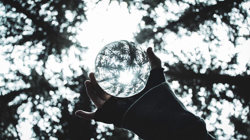 Forecasten is geen kristallen bol. Een accurate forecast is gebaseerd op goede data, een goed algoritme en heel veel herhaling.