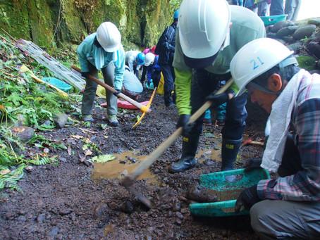 熊本県御船町 八勢目艦橋付近の井出復旧ボランティア (20161203)