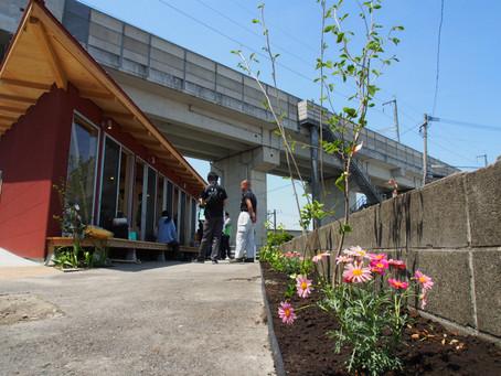 宇土市新松原「みんなの家」の植栽活動・完成式