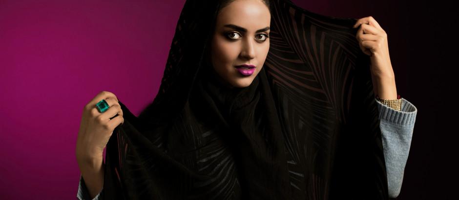 Interview with Make up Artist & Blogger Elahe Sarfaraz : Retro Kolkata Exclusive