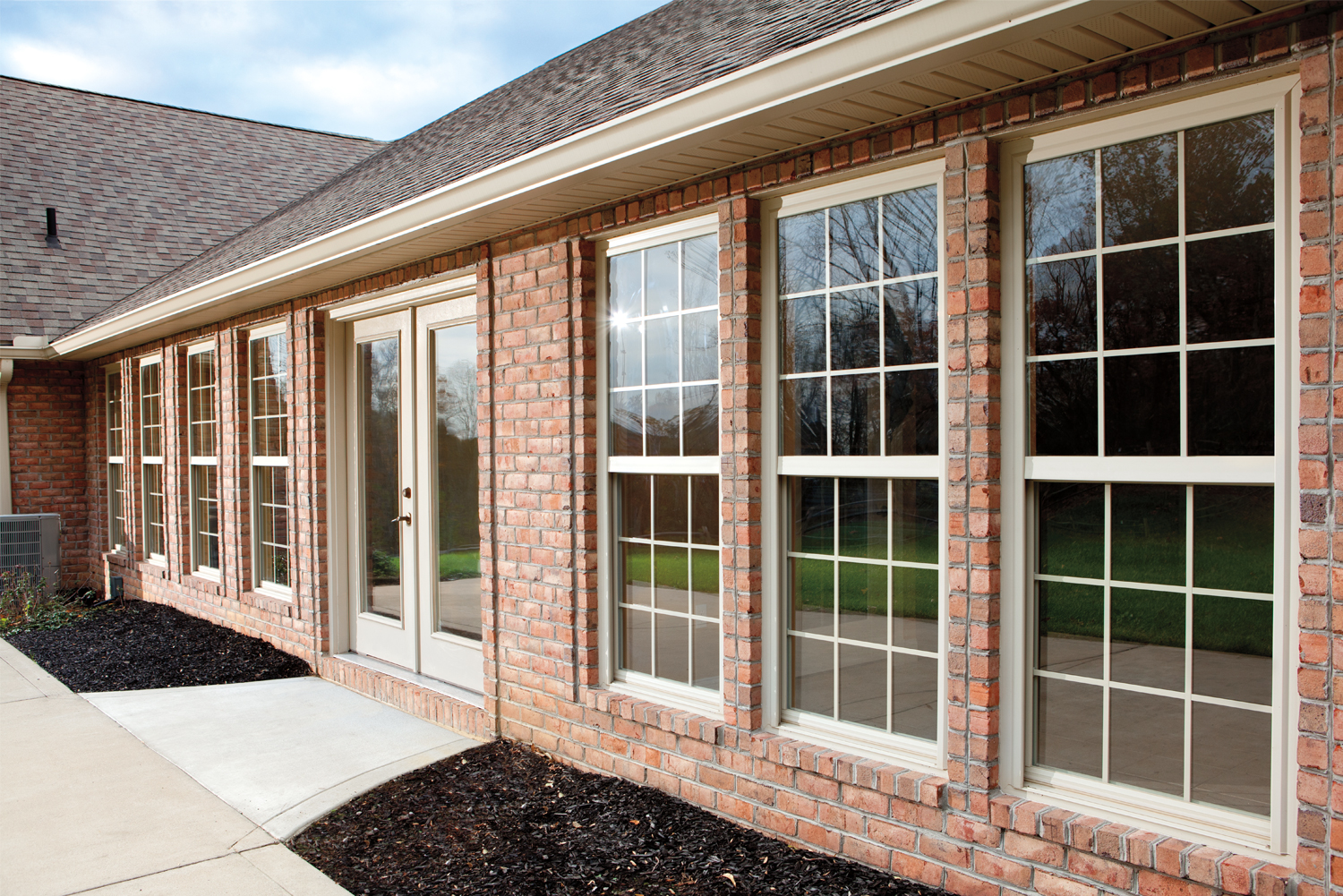 Simonton-single-hung-windows