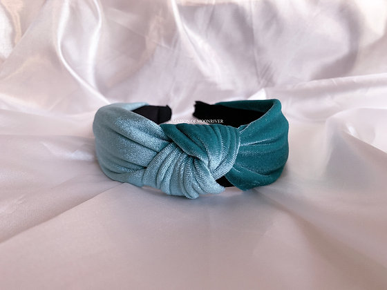He Loves Me, He Loves Me Knot - Teal