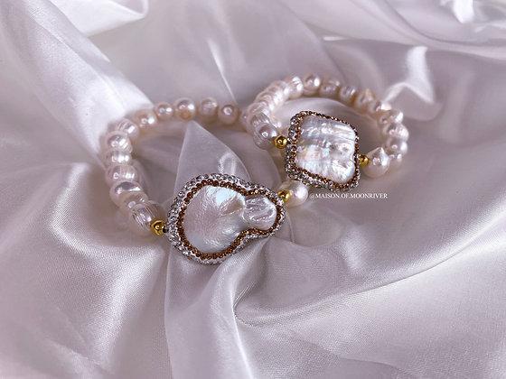 Penelope Pearl Bracelet