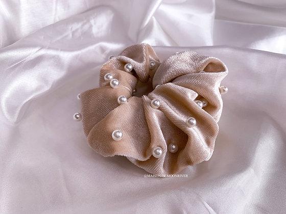 Pearl Velvet Scrunchie - Beige