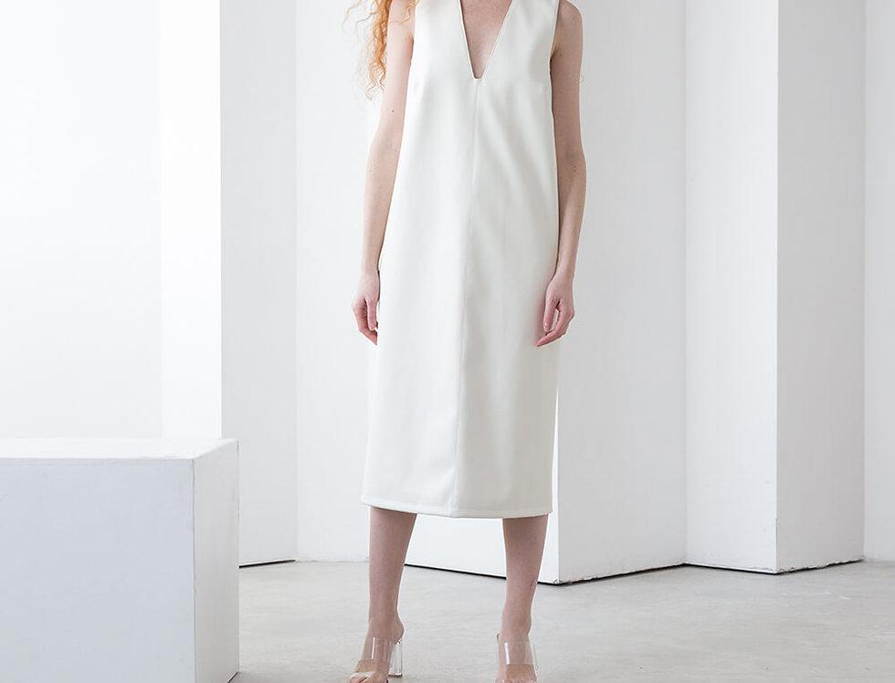 Платье без боковых швов с вырезом на груди из эко-кожи, цвет молоко