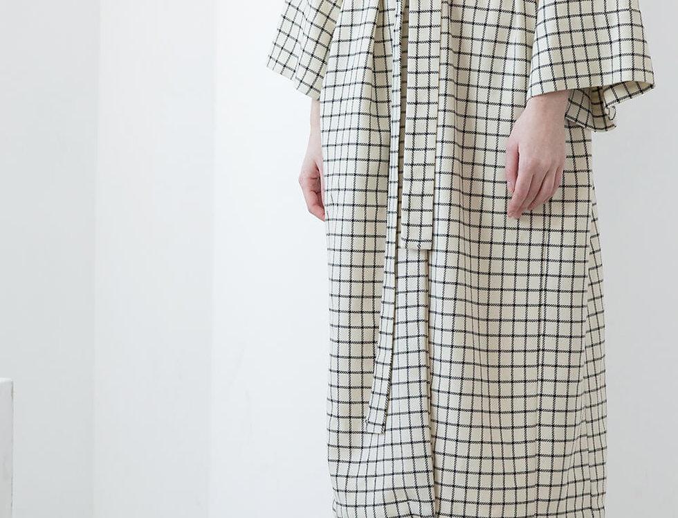 Платье-халат на поясе, цвет: молочное в черную клеточку
