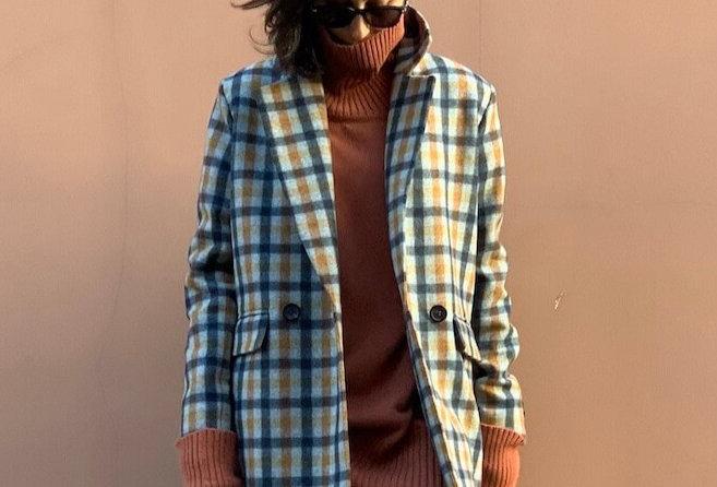Пальто-пиджак удлиненное, серое в сине-охровуюклетку