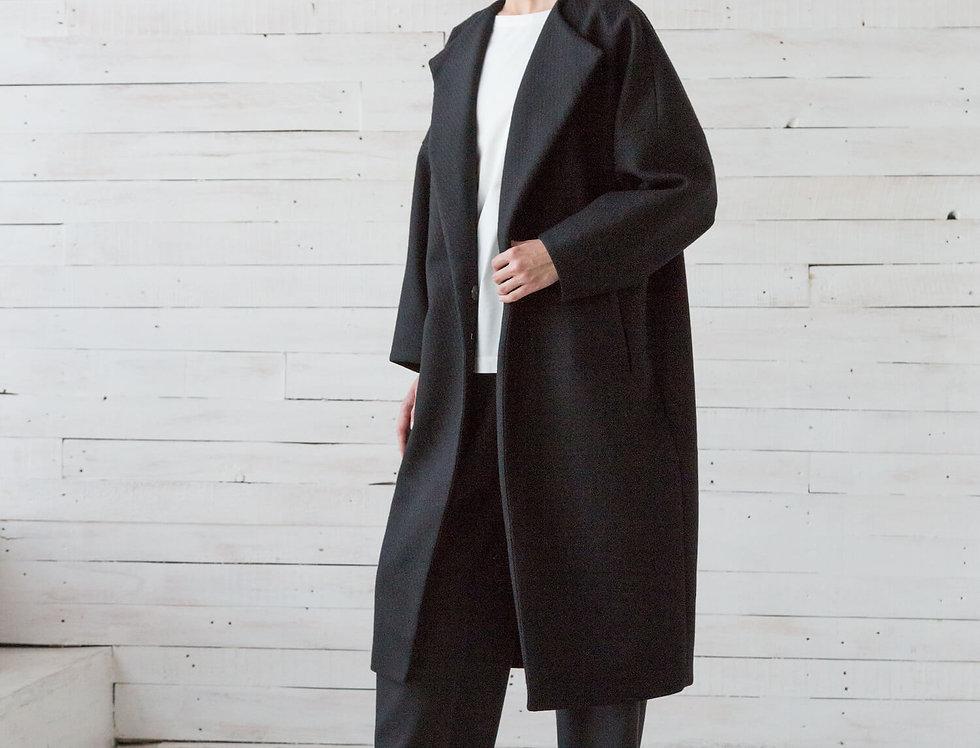 Пальто с высокой шлицей