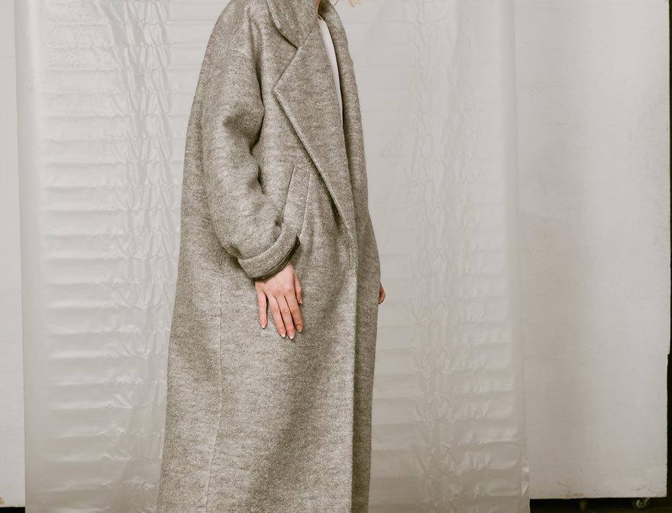 Пальто с большим лацканом