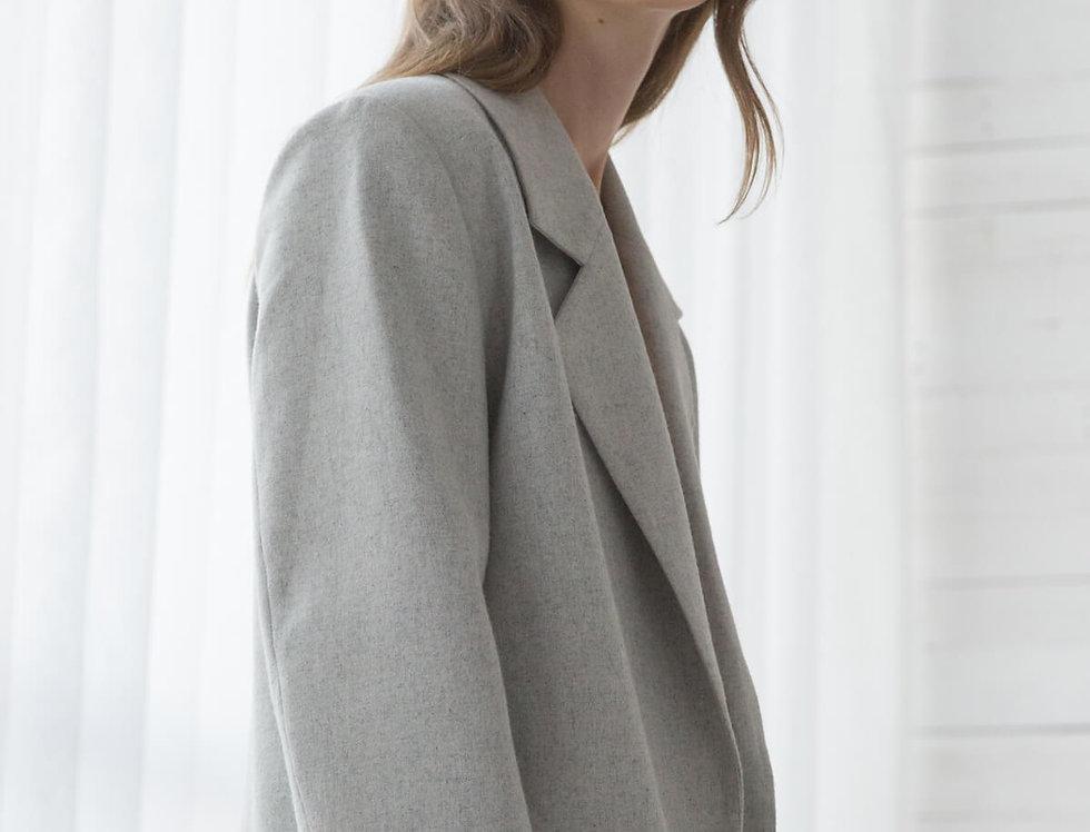 Жакет с увеличенным плечом, оверсайз, жемчужно-серый