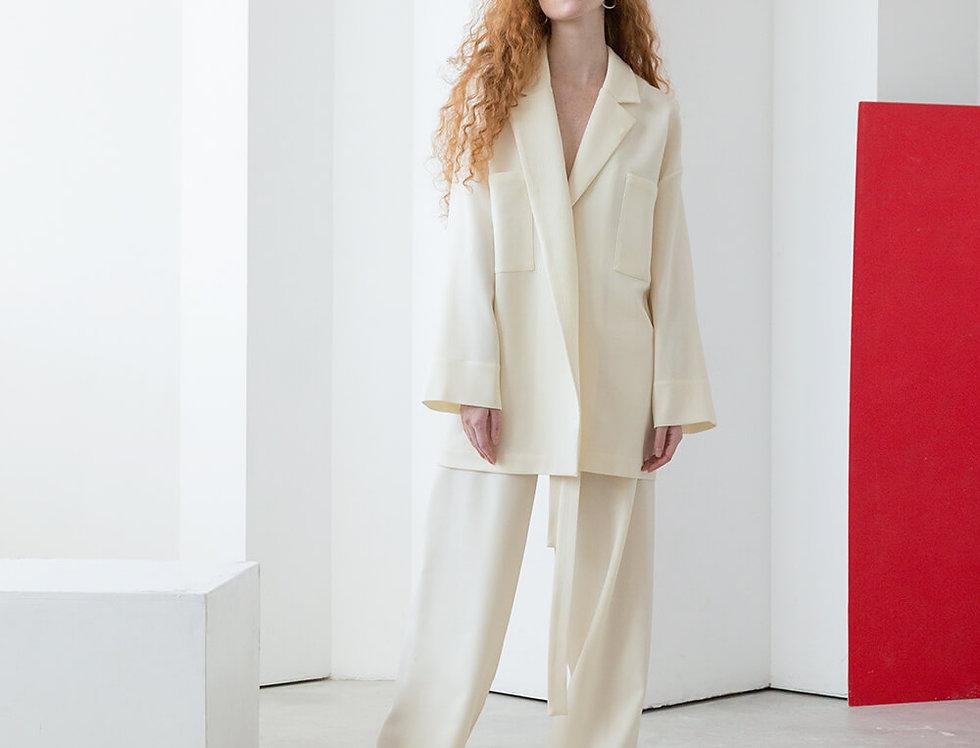 Пижамный стиль: жакет под пояс и длинные брюки на кулиске