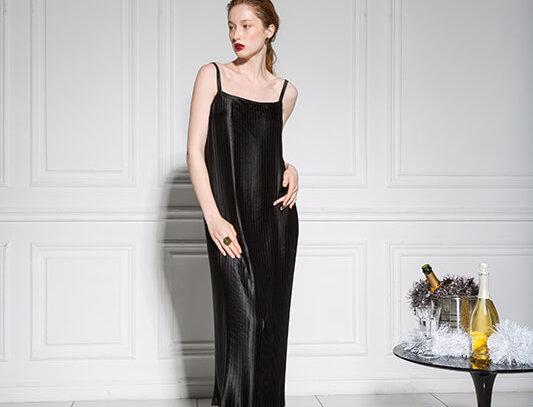 Платье-комбинация с квадратным вырезом на спине, черное гофре