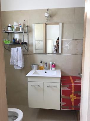 משפחת נוי מקלחת הורים- לפני