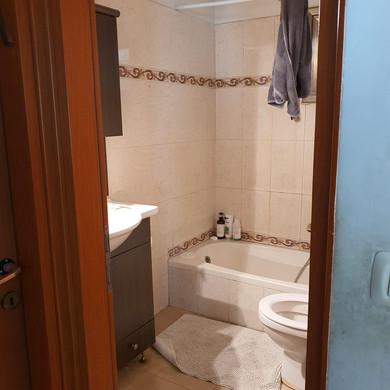 ניצן אמבטיה לפני.jpg