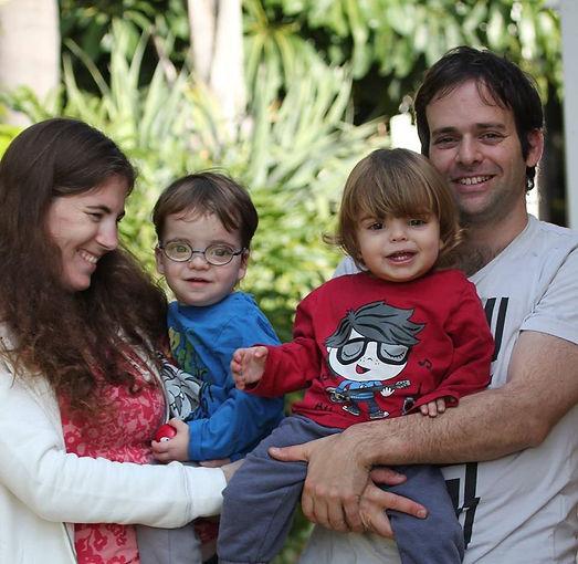 תמונה משפחת נוי.jpg