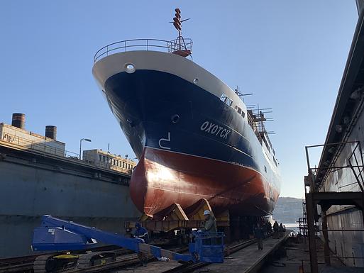 Первый дальневосточный краболов «Охотск» спустят на воду во Владивостоке